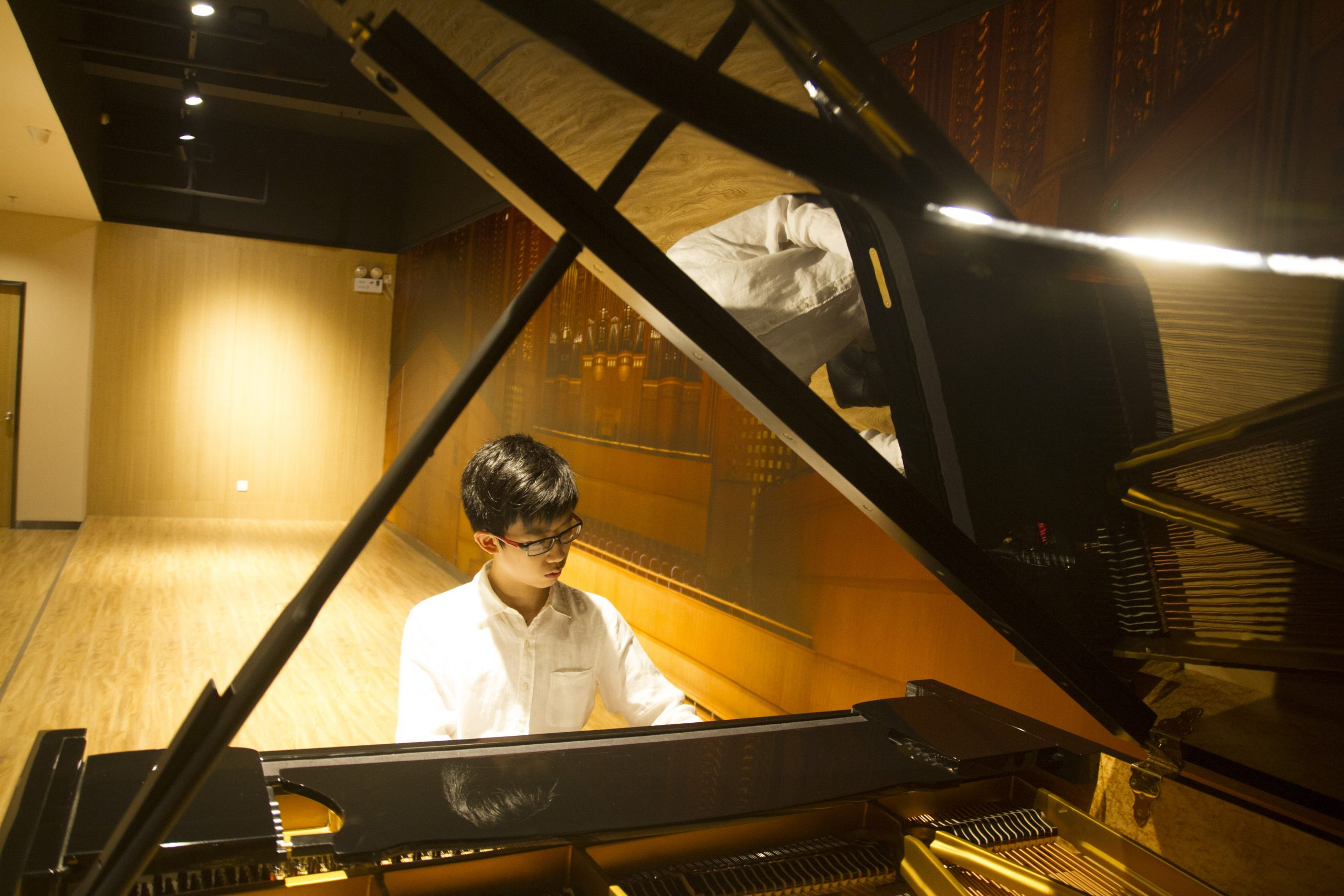 Kingsley playing the piano in China